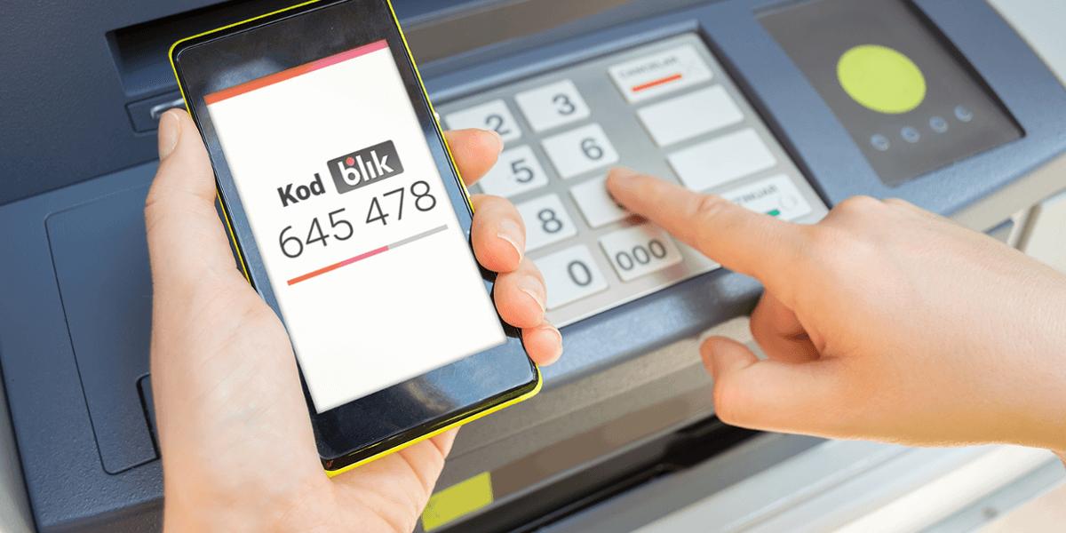 Jak wypłacić pieniądze z bankomatu bez karty - Blikiem